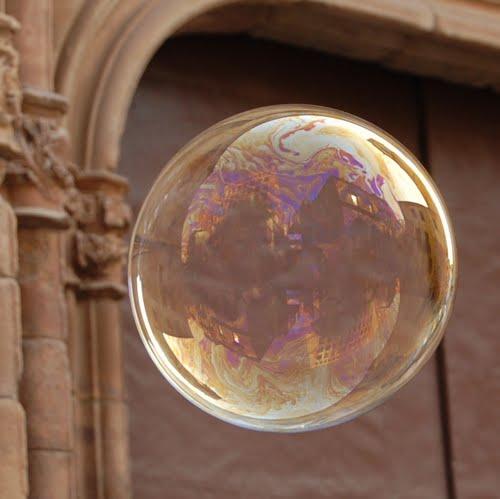 la  burbuja inmobiliaria  (ampliar)