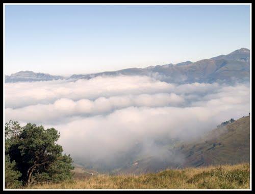 Valle de Carriedo cubierto de nubes