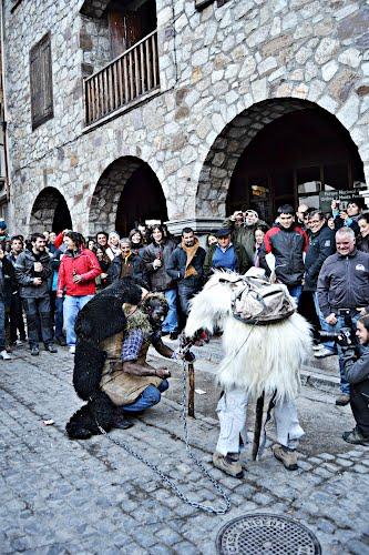 **El oso y el domador**, Carnavales de Bielsa 2012 (Huesca)