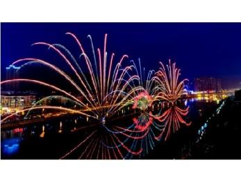 400米光屏999朵玫瑰 浏阳河上演灯光秀