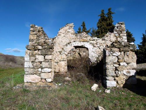 VALDEPEÑAS DE LA SIERRA (Comarca de La Ribera-Guadalajara). 2011. 11. Ruinas de la ermita de San Sebastián.