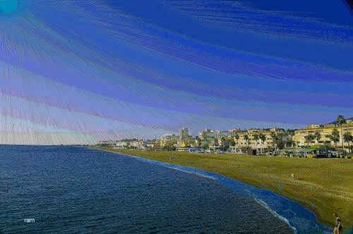 Feliz Navidad y próspero año 2012,  a todos mis amigos de panoramio, desde la playa Carihuela de Torremolinos