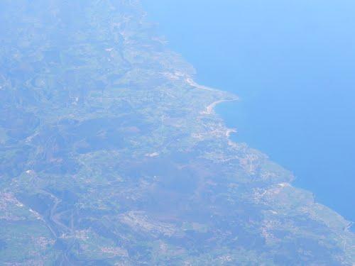 Vista aerea de la costa Cantabra ,San Vicente de la Barquera, España.( Estepa 32 ).