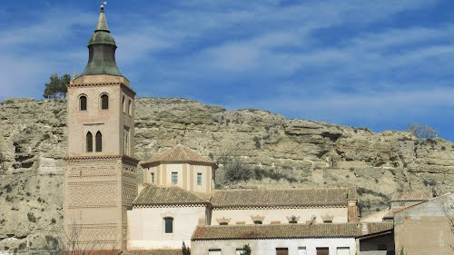 Terrer (Zaragoza), iglesia de La Asunción y torre mudéjar del siglo XIV.