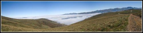 Panoramica del Valle de Carriedo cubierto de nubes