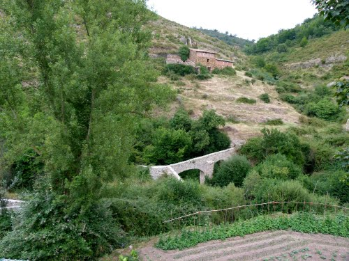 AJAMIL DE CAMEROS (Camero Viejo-La Rioja). 2011. 06. Puente sobre el río Rabanera.