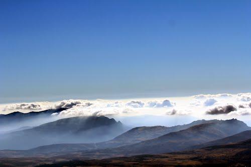 Las nubes comienzan a entrar en Castilla desde el sur, sobre la sierra de Gredos