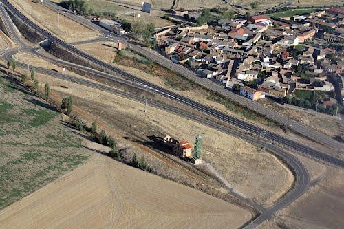 Vista aérea de Mazariegos y la antigua estación de ferrocarril