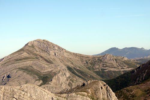 Vista aérea de Peña Valdorria, en la montaña leonesa, al norte de Campohermoso