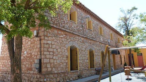 Antiguas escuelas, hoy convertido en albergue, Romanos (Zaragoza).