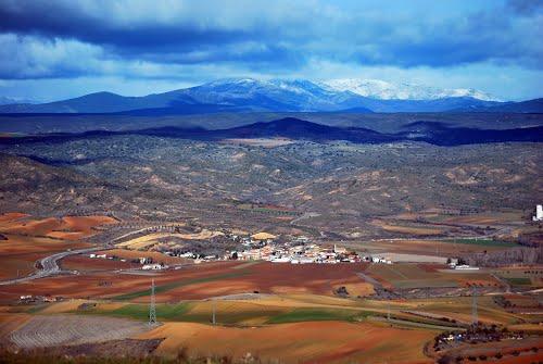 Desde La Muela, vega del Henares y Sierra del Ocejón. Para CarmenT, se que le gusta la montaña...y para que se anime ha visitar la zona.