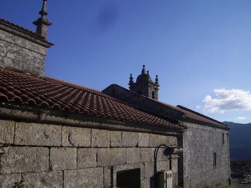 Vista posterior da igrexa de Atrio,Quintela de Leirado.