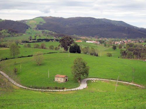 PAISAJES DE CANTABRIA (Solórzano desde la iglesia de Fresneu) Mayo 2012