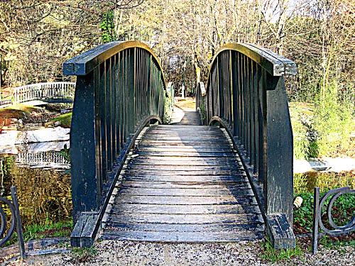 """Puente del """"Parque de los Pueblos de Europa"""". Guernica, Vizcaya. """"Europako herrien parkea"""". Gernika-Lumo, Bizkaia."""