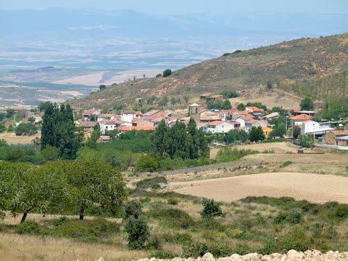 OTERUELO (Aldea deshabitada de Ocón). 2011. 05. Vista de Aldealobos desde Oteruelo.