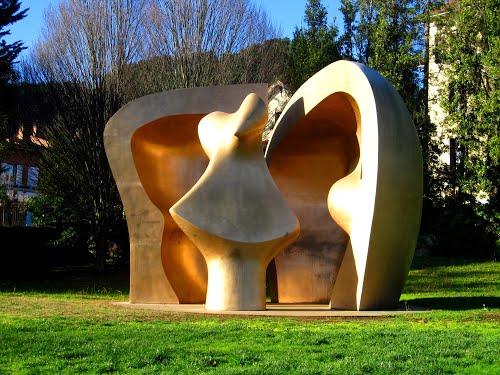 "Obra ""Large Figure in a Shelter"" (Gran figura en un refugio - Figura handia aterpean) de ""Henry Moore"". Guernica, Vizcaya. Gernika-Lumo, Bizkaia."