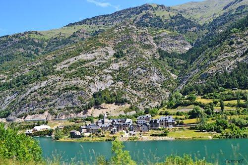 Lanuza . **Pirineo de Aragón**