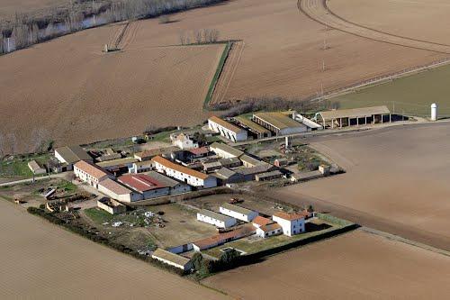 Vista aérea de la granja Muedra, en Valoria la Buena