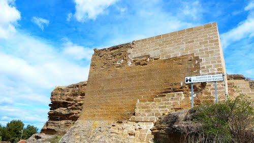 Castillo en restauración del siglo XIII-XIV., Huerto (Huesca).