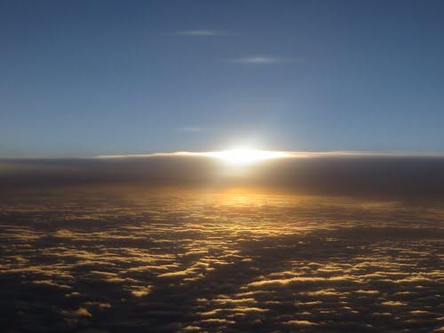 Zonondergang vanuit vliegtuig