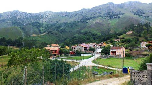 Llonin, visya parcial. Peñamellera Alta. Principado de Asturias.