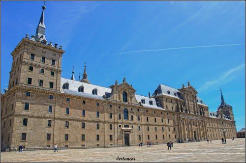Fachada  principal del  Escorial (f). Dedicated   to  **Idahodon**