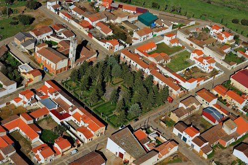 Vista aérea de la plaza mayor e iglesia de Santa Teresa