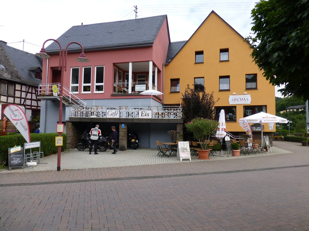 Burgen, café-hotel Aroma aan de Marktstrasse