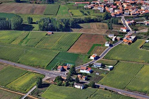 Vista aérea de la Venta de Bullar y crtra LE-420 a La Bañeza