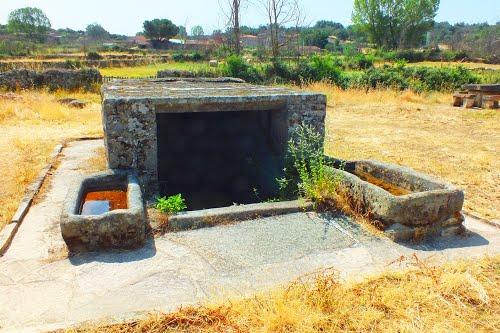 Fuente y bebederos, Palazuelo de Sayago. Zamora.