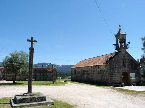 Mos. Dornelas. Igrexa de Santa Mariña