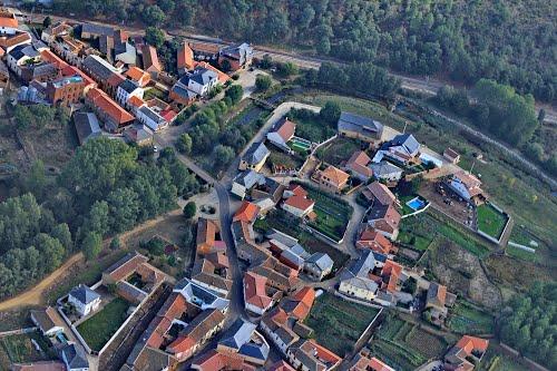 Vista aérea de Vega de Magaz y el río Porquero