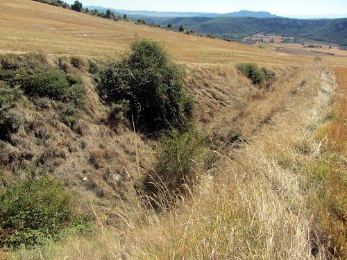 Arroyo junto al antiguo sondeo petrolífero GASTIAIN 1.
