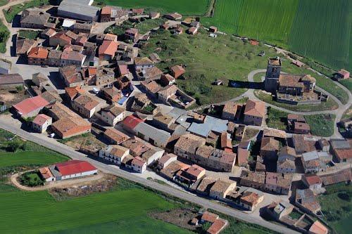 Vista aérea de Castrillo de la Solarana y su iglesia de San Pedro