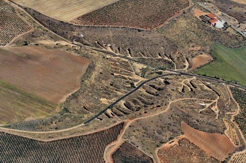 Vista aérea de una zona de bodegas de San Román de Hornija