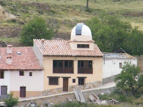 NOGUERUELAS (TERUEL) CASA CON TELESCOPIO