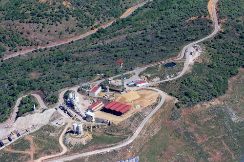 Vista aérea de la construcción de la presa de Castrovido