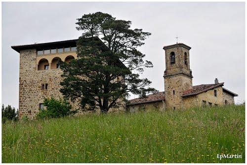 Torre Galarza e iglesia de Sta. Lucia. Galartza (Guipuzcoa)