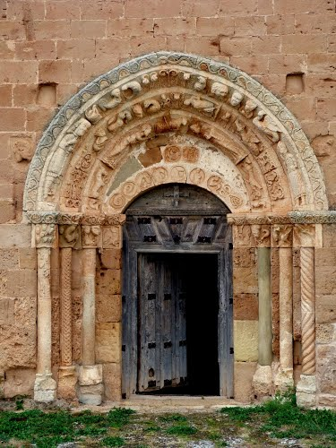 Soto de Bureba (Burgos). Iglesia románica de S. Andrés. Portada meridional.