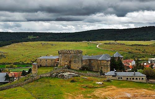 Castillo-Palacio de Magalia. Navas del Marqués.