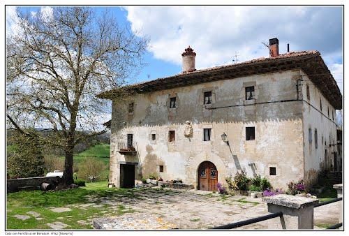 Casa con heráldica, Berasain, Atez (Navarra)