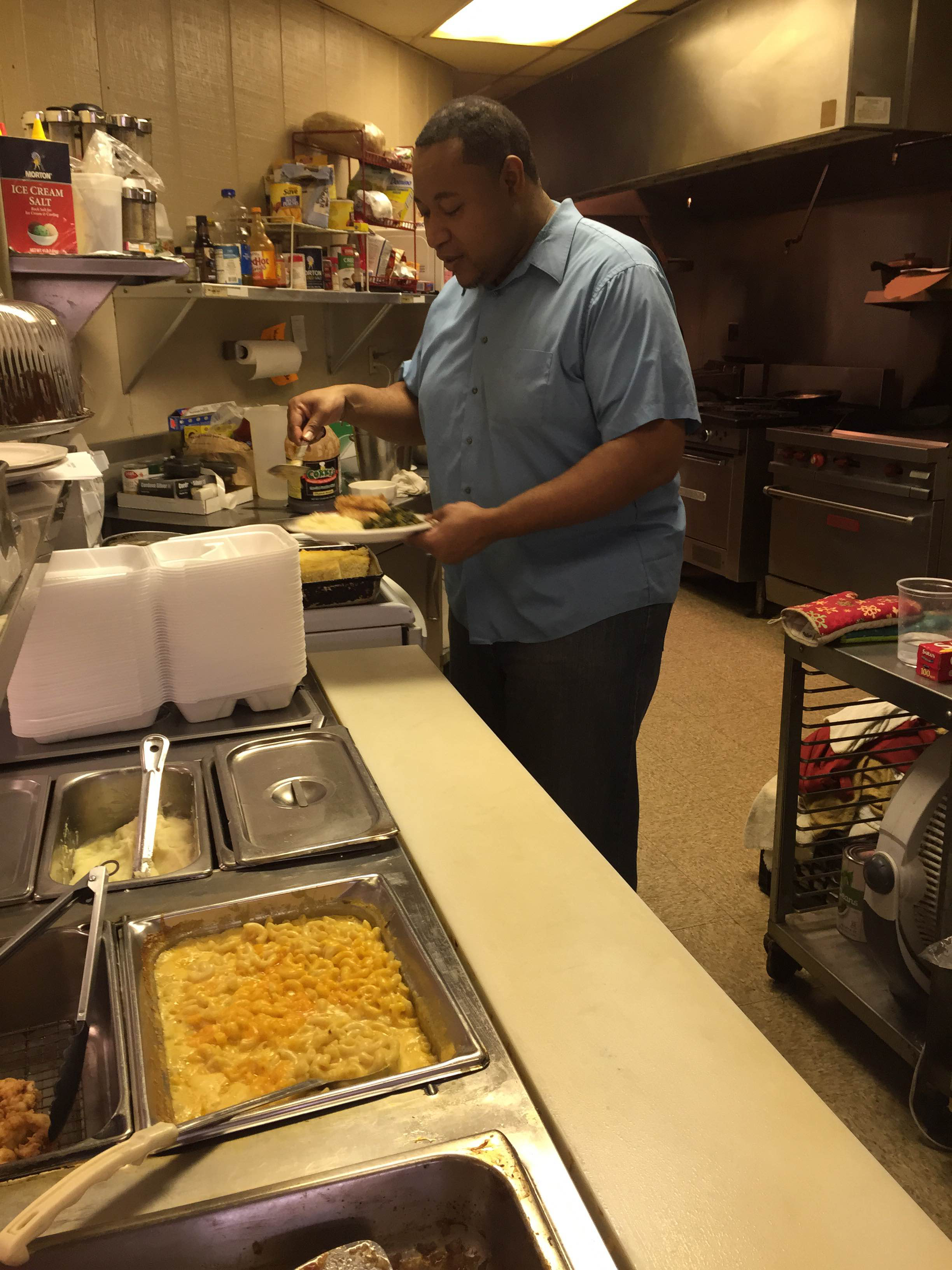 Woodard Cooks up great food inside local gas station