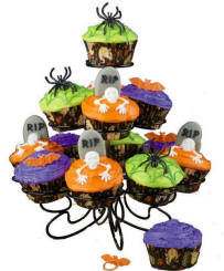 halloween-cupcake-decorating-ideas-wilton-cupcake-stand-haunted-high