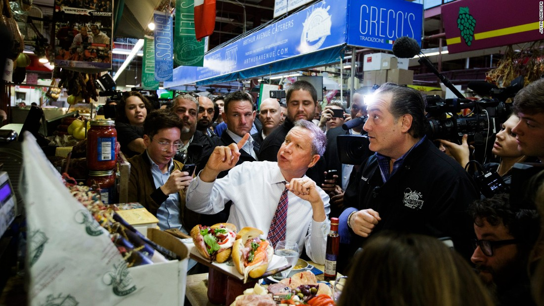 Kasich has lunch at a deli during a campaign stop in New York on April 7, 2016.