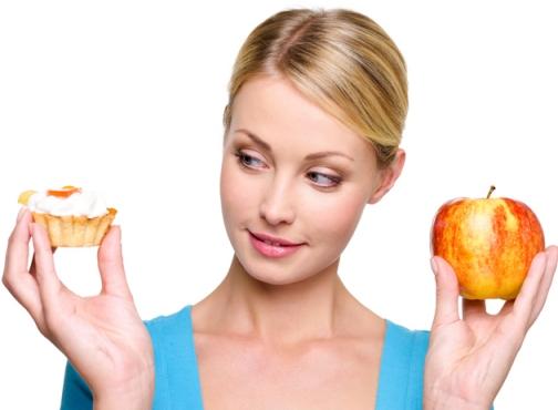 девушка с яблоком и проженным