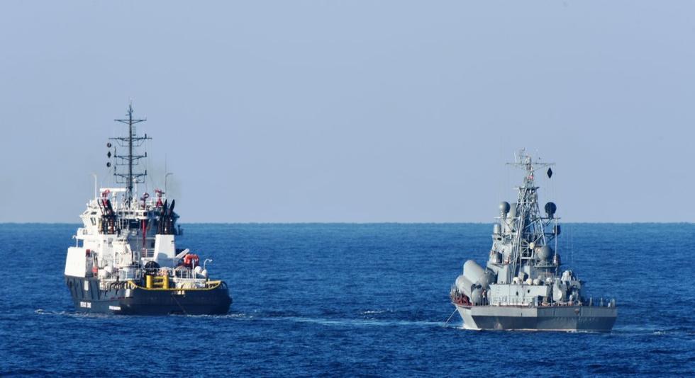 俄罗斯导弹艇故障拖回