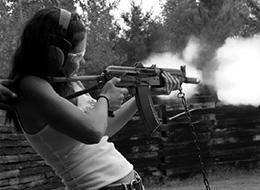 你绝对想不到的美女和枪