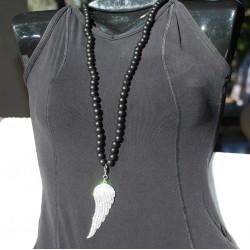 Sautoir perles bois et aile d'ange