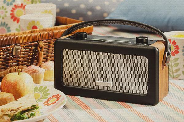 pure digital radio in black