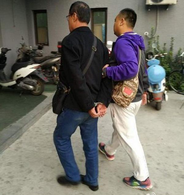 65岁老贼天安门被擒 伺机扒窃顺走路人手机真相竟